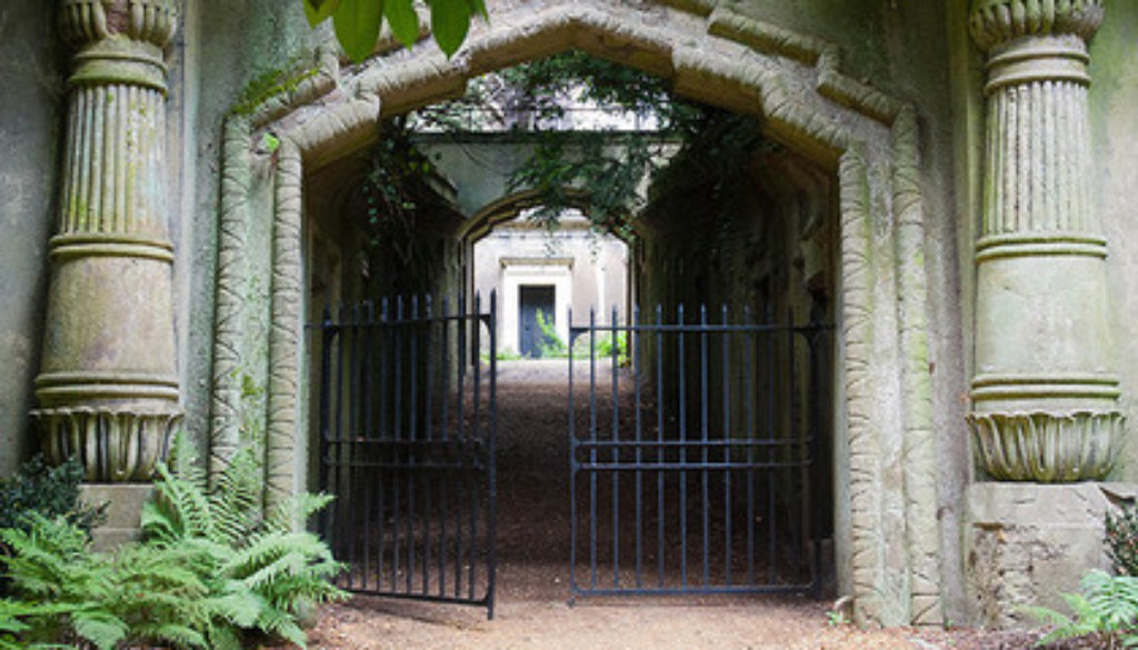 Highgate Cemetery Egyptian Avenue sm